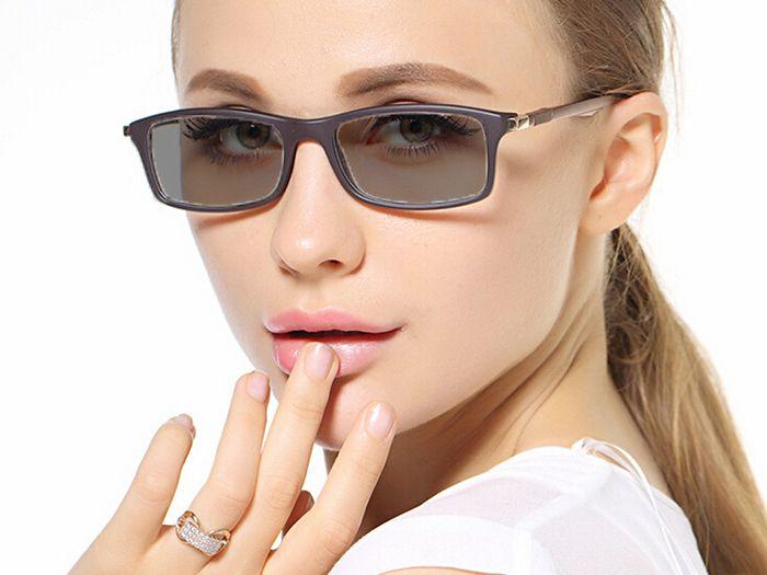 Fényre sötétedő szemüveg a Galéria Optikánál - 50%-os kupon ... 1e2d775868